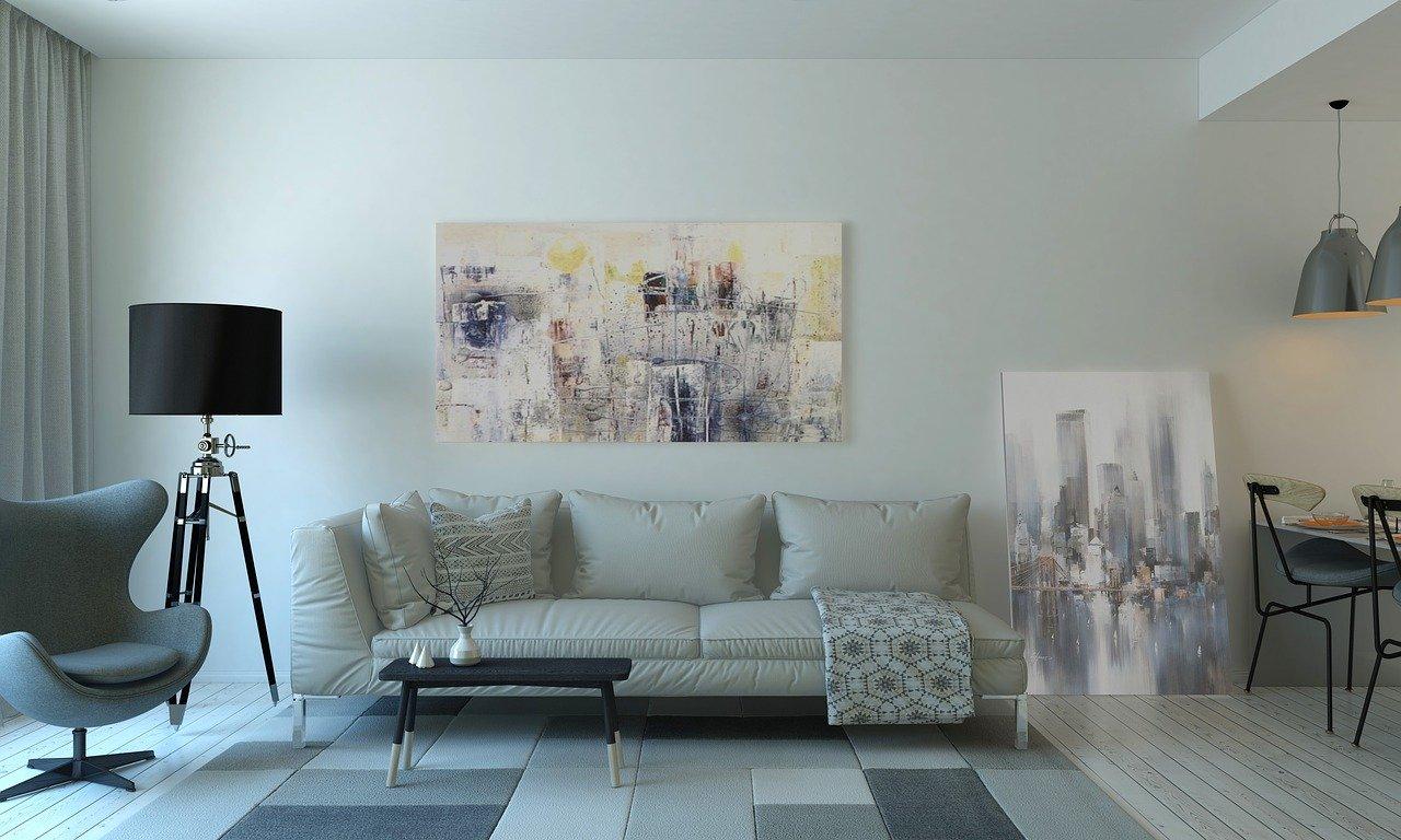 Chcesz opłacalnie sprzedać lub wynająć mieszkanie? Zacznij od home stagingu i… lamp podłogowych!