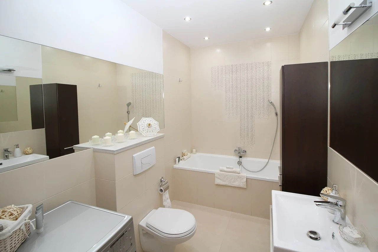 Łazienka w ponadczasowym stylu – płytki Calacatta