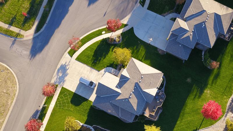 Wydłużanie żywotności dachu z blachy – jak do tego podejść?