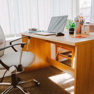 Jak stworzyć dobre miejsce do pracy biurowej w małym pomieszczeniu?